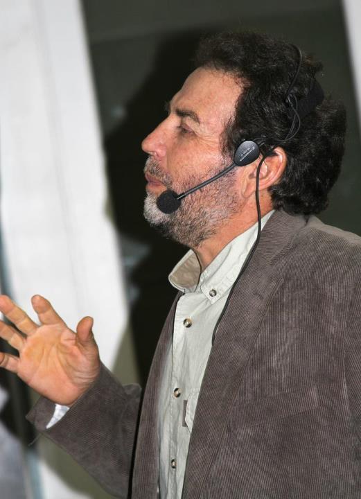 Pío en una conferencia
